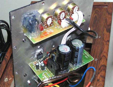 全桥整流电路使用的是6800uf的滤波电容,省略前级运放,功放ic直接连到