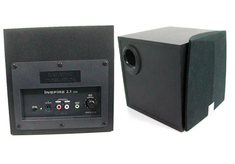 2500没有单独为线控器设计接口,它被集成到从声卡通往音响的连接线